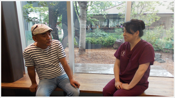 ホタパパ×GREEN DOG代官山動物病院の横山先生の対談の様子